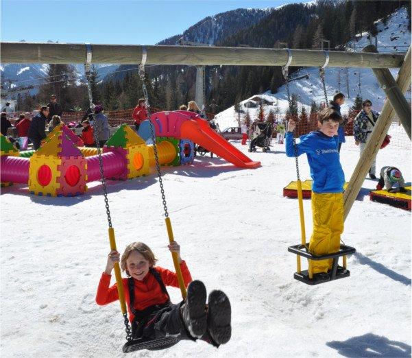 come vestire i bambini in montagna sulla neve